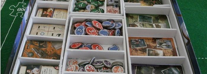 Caja de juego de mesa organizada