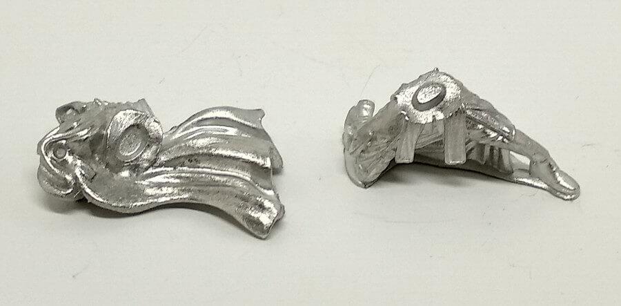 Figura de metal en dos piezas