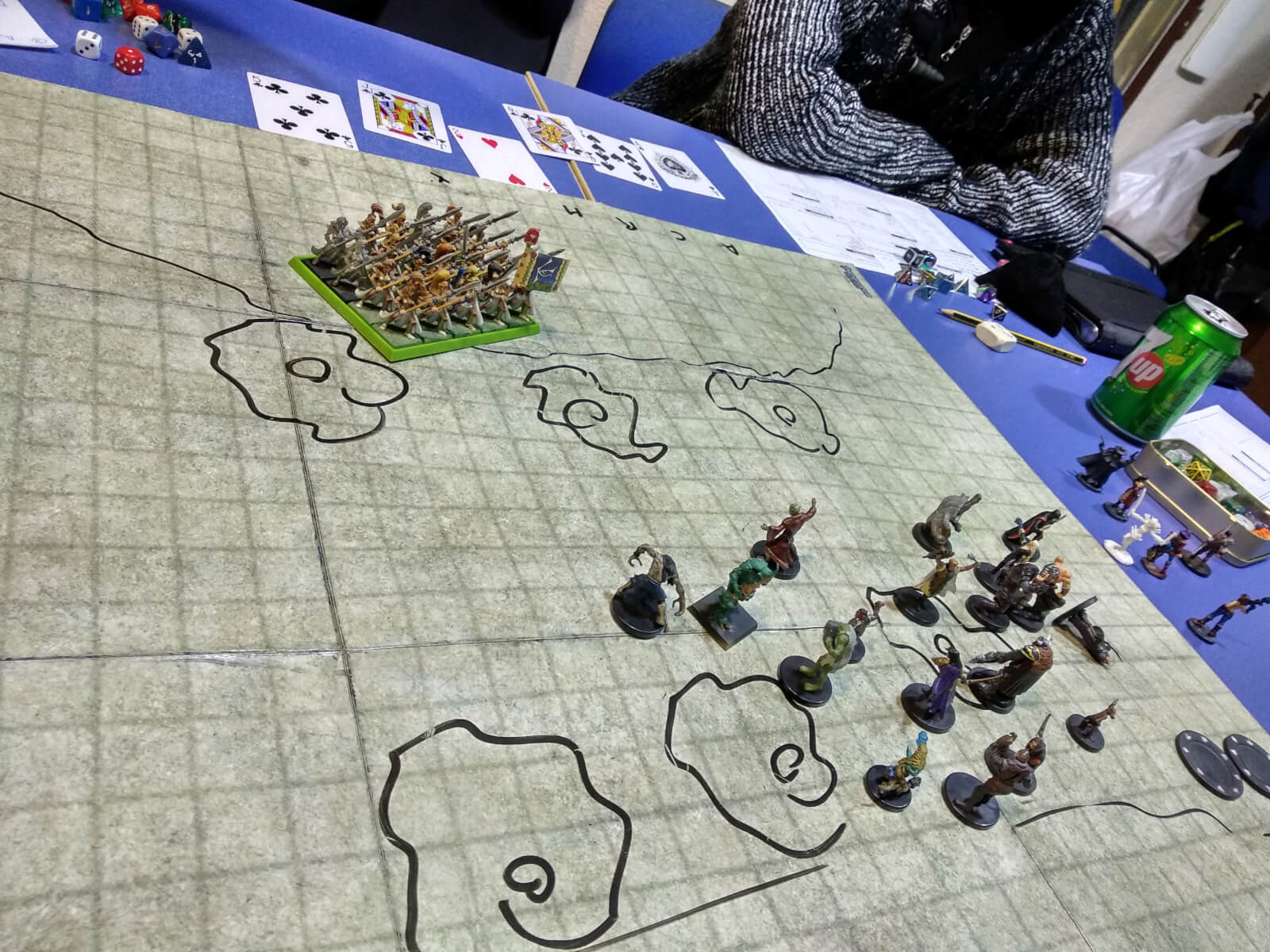 Escena de combate de las Tierras de Keru en el Club Dragom